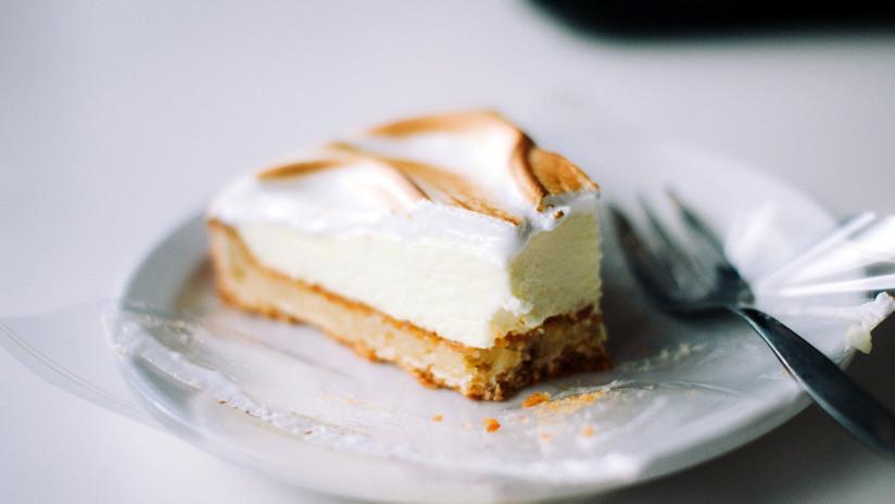 Una mujer intenta envenenar con un 'cheesecake' a su 'doble' para simular su suicidio