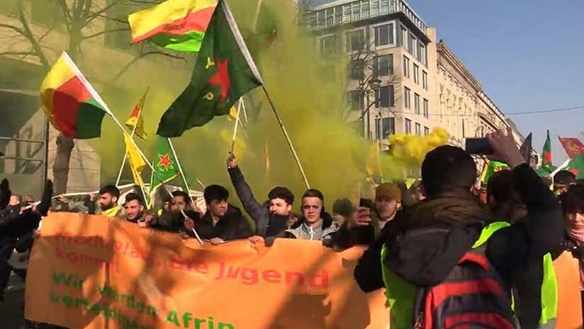 VIDEO: Choques entre la Policía alemana y manifestantes contra la operación turca en Afrín