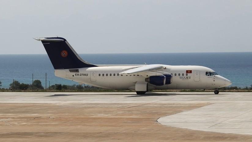 VIDEO: Llantos y rezos en medio de un aterrizaje forzoso de un avión con un motor destrozado