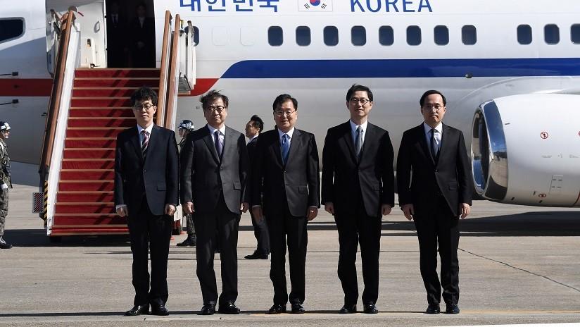 Diez delegados surcoreanos llegan a Pionyang con una misión especial