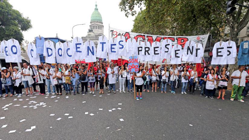 ¿Por qué los maestros argentinos están en huelga?