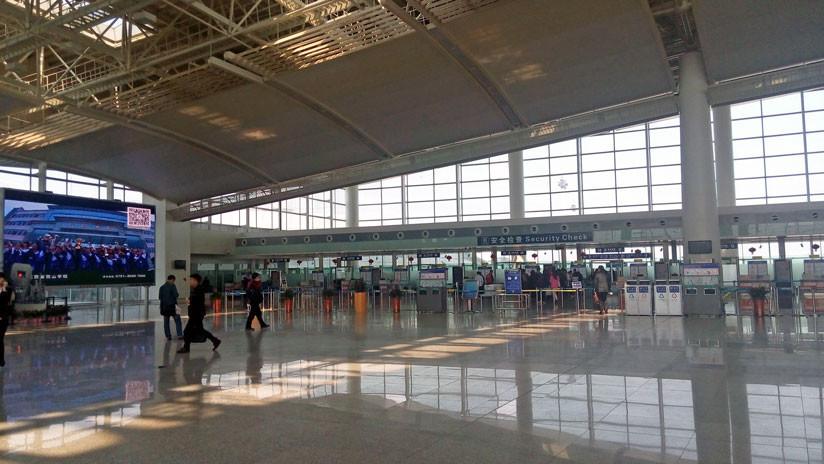 VIDEO: Cae parte del techo de un aeropuerto chino debido a los fuertes vientos