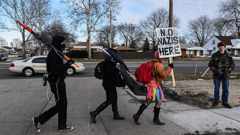 VIDEO: Manifestantes hacen frente a nacionalistas blancos cerca de la Universidad de Míchigan
