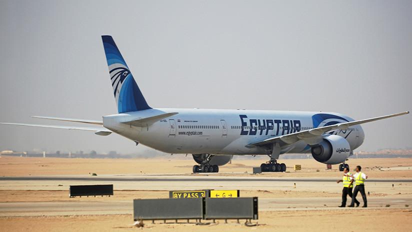 Un desconocido intenta irrumpir en la cabina del piloto en un vuelo a El Cairo