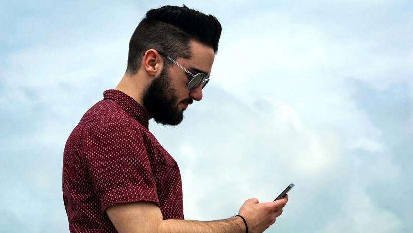 'Epidemia de los jorobados': Así es el trastorno que sufrirán los adictos a los dispositivos móviles