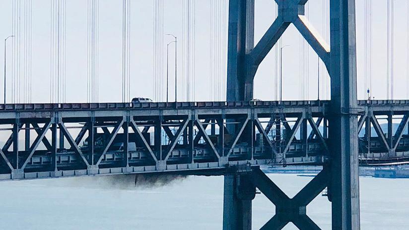 FOTOS: Un incendio debajo de un puente en San Francisco interrumpe el tráfico