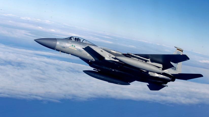 Cae sobre Okinawa la antena de un caza estadounidense desprendida en pleno vuelo
