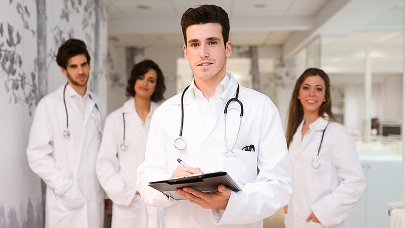 Nos pagan demasiado: Médicos canadienses protestan contra sus propios aumentos salariales