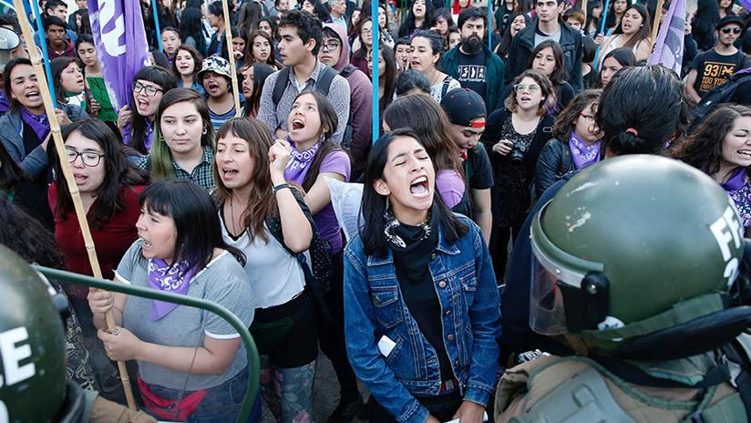 Una sonrisa a la yugular: Las feministas que disparan a matar (pero de la risa)