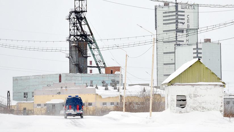 Evacúan a más de cien mineros de una mina en Rusia tras detectarse humo en una galería