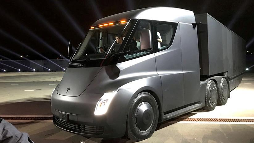 FOTO: El camión eléctrico Tesla Semi realiza su primera entrega