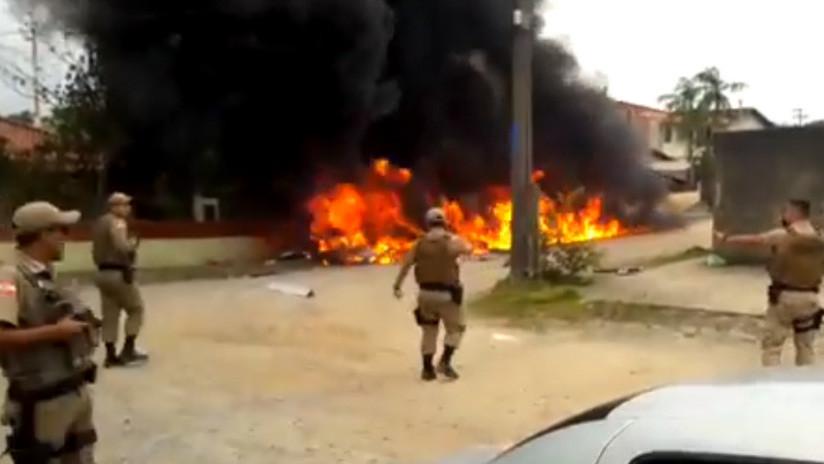 VIDEO: Al menos tres personas mueren al estrellarse un helicóptero secuestrado en Brasil