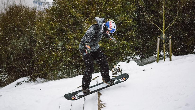 FOTO, VIDEO: Medallista olímpico desafía a 'la bestia del este' y practica snowboard en las calles