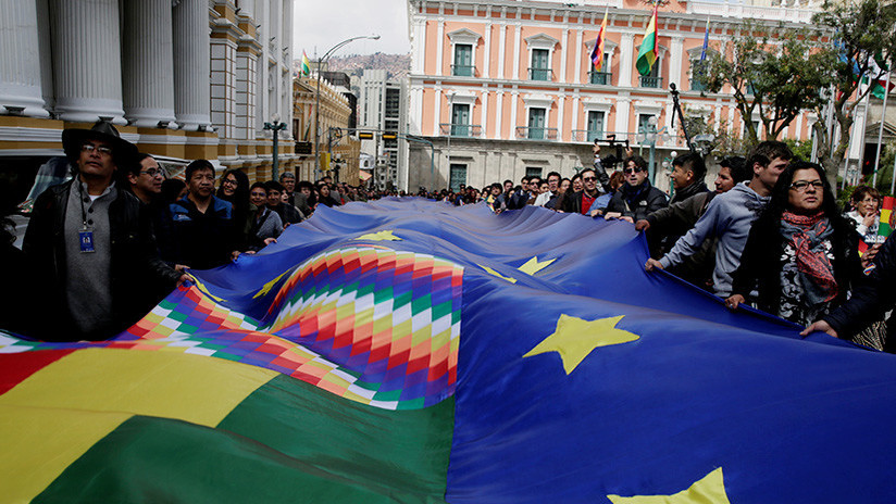 Bolivia despliega una bandera de 200 kilómetros para apoyar su campaña #MarParaBolivia