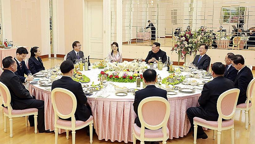 Kim Jong-un se burla de sí mismo en una cena con la delegación surcoreana