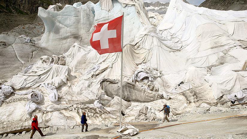 ¿Por qué cubren con sábanas este glaciar suizo?