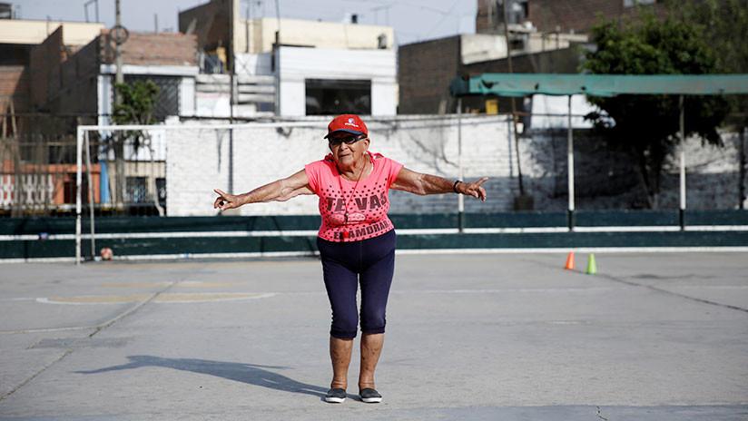 """""""Moriré en una cancha"""": Conozca a la entrenadora más longeva de Perú"""