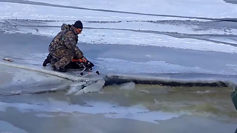 VIDEO: Pescadores rusos huyen de una ola destructiva que rompe el hielo a su paso