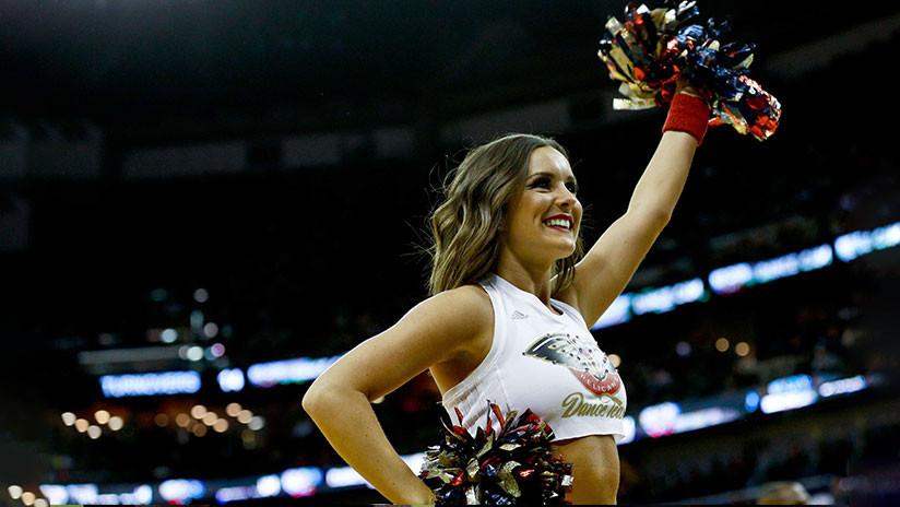 Épica batalla de baile en la grada se roba el 'show' durante un partido de la NBA (VIDEO)