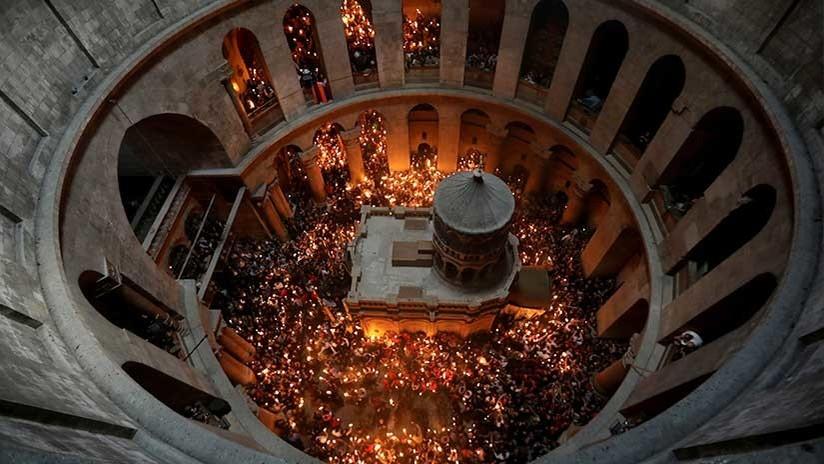 Un sacerdote revela frente a las cámaras el 'verdadero' origen de la Luz Sagrada