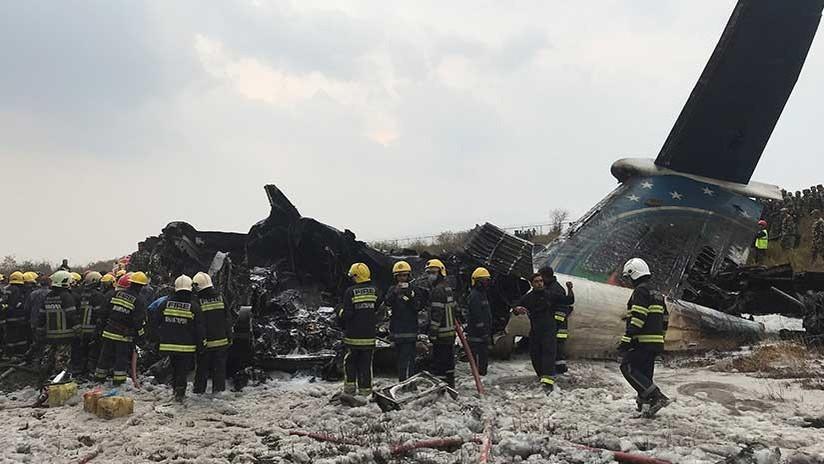 """""""Sálvenme, sálvenme"""": Relatos de horror tras el accidente aéreo en Katmandú"""