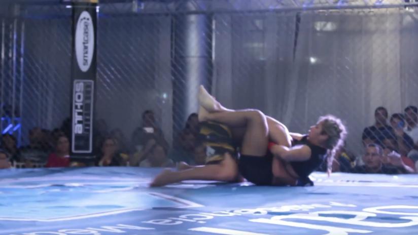 Una luchadora transgénero hace historia al vencer a un hombre en las artes marciales mixtas