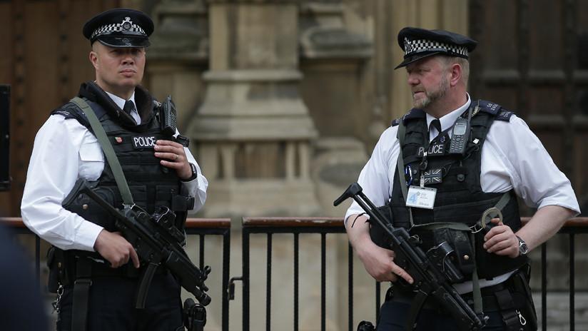 Investigan paquete sospechoso cerca del Parlamento británico horas después de un incidente similar