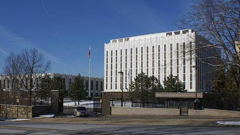 FOTO: Un misterioso helicóptero estadounidense inspecciona la Embajada rusa en Washington