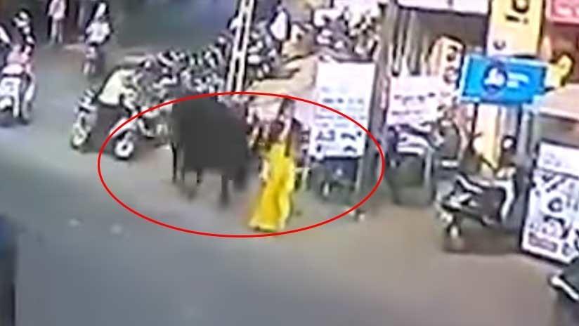 VIDEO BRUTAL: Un toro de 900 kilos lanza a una mujer varios metros por los aires