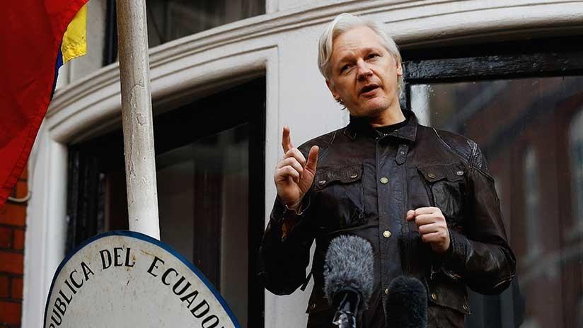 """""""May está en una posición difícil"""": La opinión de Assange sobre expulsión de los diplomáticos rusos"""