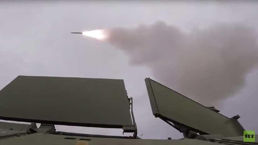 ¡Detectado, seguido... fuego!: Misiles antiaéreos Tor-2M abandonan su rampa uno por uno (video)