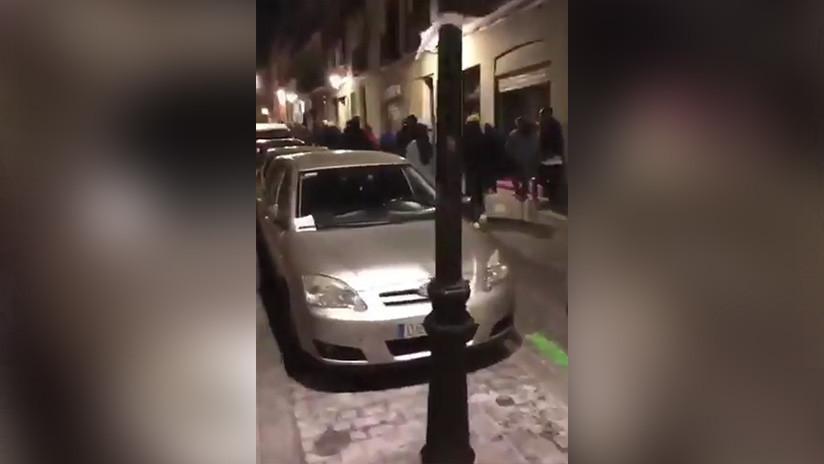 VIDEO: Manifestantes destrozan vehículos en Madrid en protesta por la muerte de un senegalés