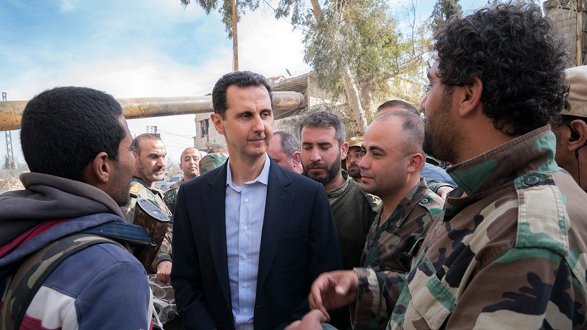 """VIDEO, FOTOS: Assad visita a los militares en """"la línea de fuego"""" en Guta Oriental"""