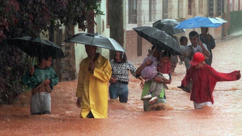 Horripilante video: Mujer queda atrapada en su auto inundado durante una tempestad en Brasil