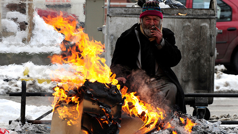 Un vagabundo quema a otro sintecho por despertarlo