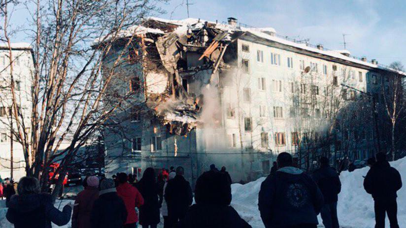 Rusia: Mueren dos personas tras colapsar cuatro pisos de un edificio residencial