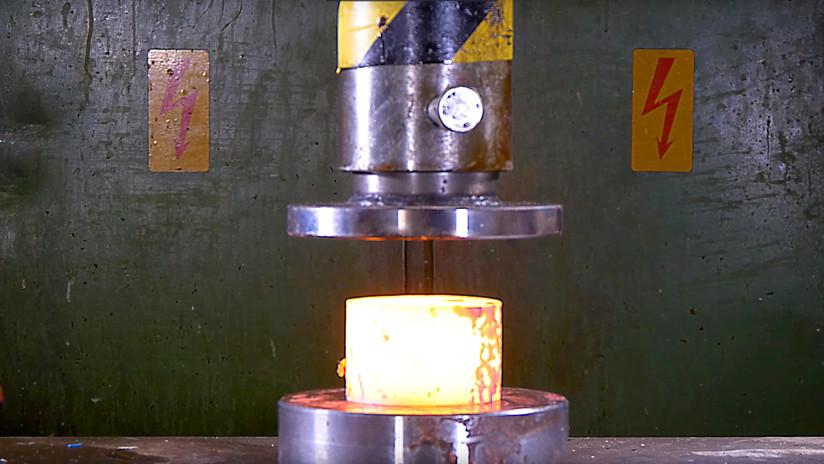 Otra vez la prensa hidráulica: ¿Podrá con estas piezas de acero al rojo vivo? (VIDEO)