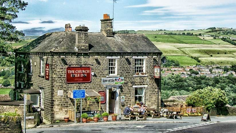 ¡A la salud del bar!: Los vecinos de un pueblo inglés salvan su pub tras recaudar un millón de euros