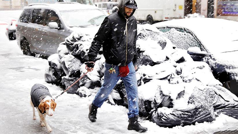 Cancelan vuelos y declaran alerta por tormenta invernal en el noreste de Estados Unidos