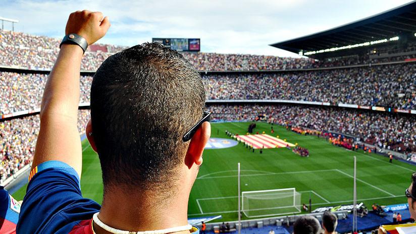 VIDEO: Futbolista enfurecido olvida el balón y lanza una laptop durante un partido en Uruguay