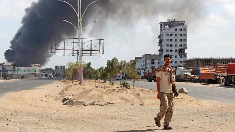 VIDEO: Los hutíes de Yemen alcanzan un caza de la coalición de Estados árabes