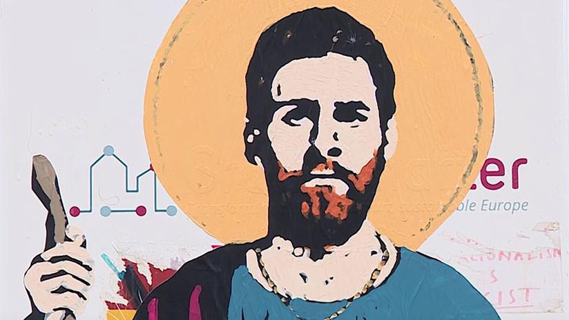 VIDEO: Convierten a Messi en 'santo' en una calle de Barcelona