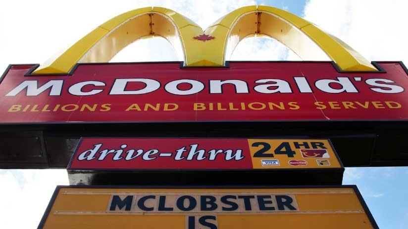 """""""Contratamos perdedores"""": Una valla de McDonald enciende las redes (FOTO)"""