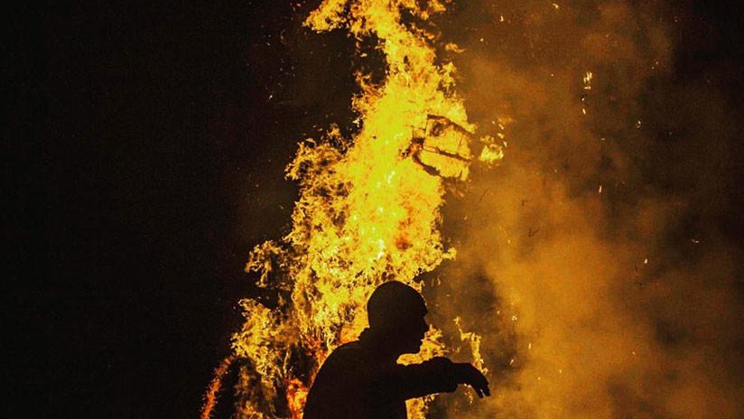 FOTO: Joven desesperado se prende en llamas al no recibir asilo en Grecia