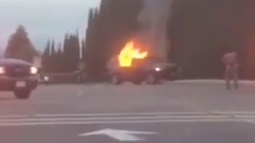 Un vehículo se estrella contra la entrada principal de una base aérea de EE.UU.