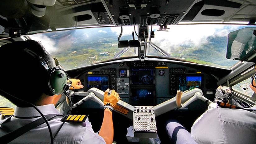 Los pilotos se divierten con Snapchat en pleno vuelo con los pasajeros a bordo y lo pagan caro