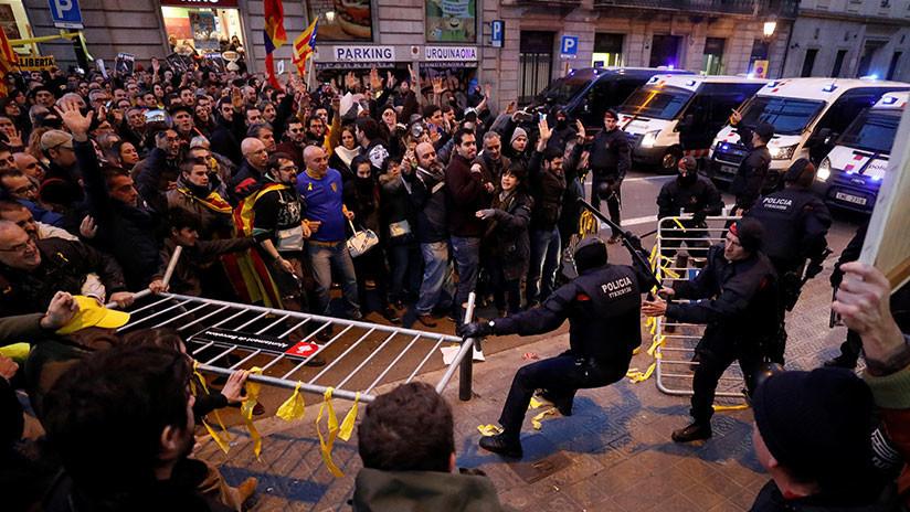 Cataluña: Cargas policiales contra manifestantes en Barcelona