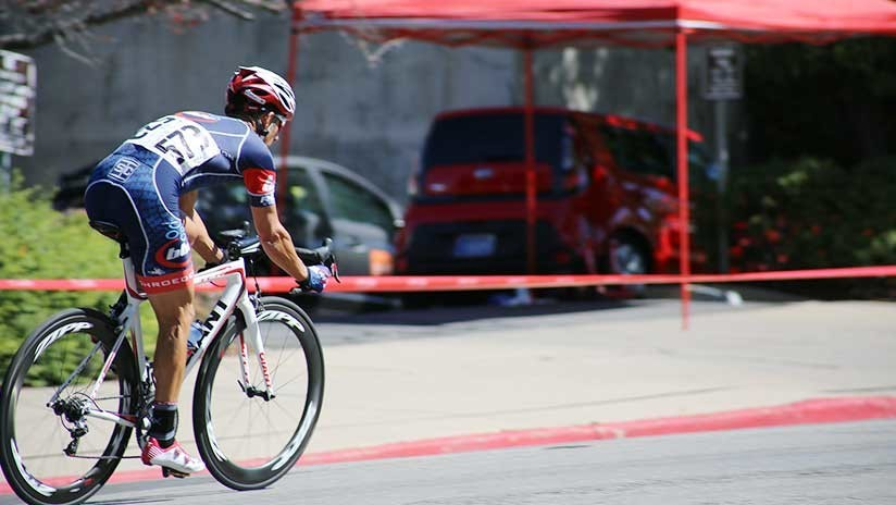 Un campesino sin equipo queda segundo en una carrera de ciclismo de altura