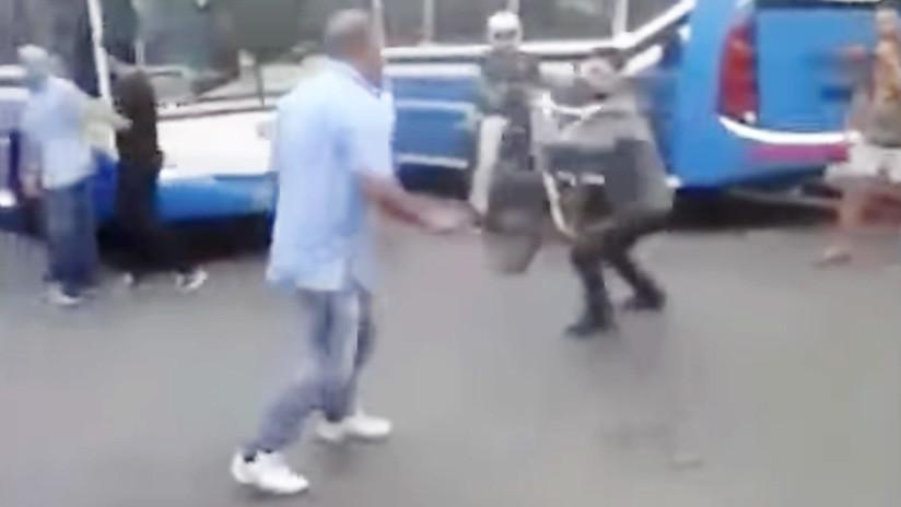 VIDEO: Discusión entre conductores de autobuses y ciclistas termina en una brutal pelea en Argentina