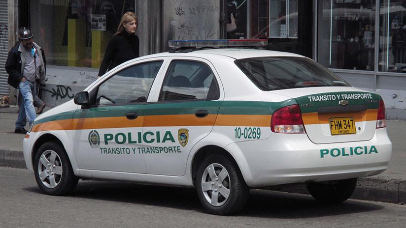 VIDEO: Mujer policía afronta con coraje a ladrones durante un tiroteo en Colombia